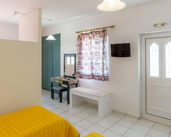 Golden Star Apartments - Makry Gialos - Schlafzimmer