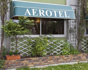 Aerotel Versailles Saint Cyr - L'étape du Silence - Saint-Cyr-l'École - Gebäude