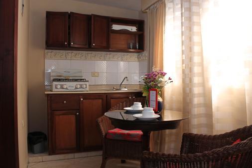 賈丁斯德特蒂羅公寓酒店 - 聖多明哥 - 聖多明各 - 廚房