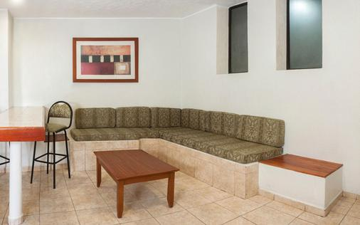 Hotel & Suites Real del Lago - Villahermosa - Wohnzimmer