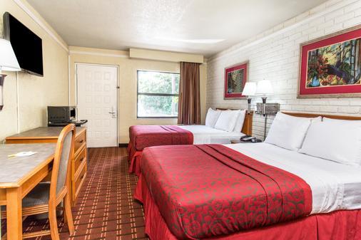 Days Inn & Suites by Wyndham Altamonte Springs - Altamonte Springs - Habitación