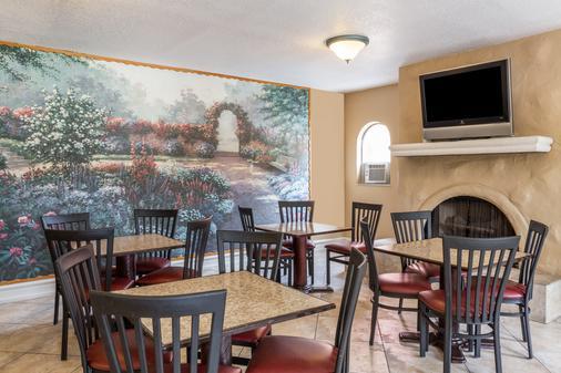 Days Inn & Suites by Wyndham Altamonte Springs - Altamonte Springs - Bufé