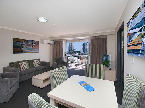 Alpha Sovereign Hotel - Surfers Paradise - Living room