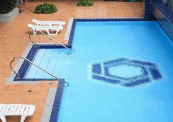 The Malayan Plaza - Manila - Pool