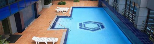 The Malayan Plaza - Manila - Bể bơi