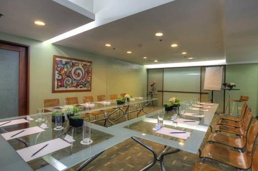 The Malayan Plaza - Manila - Phòng họp