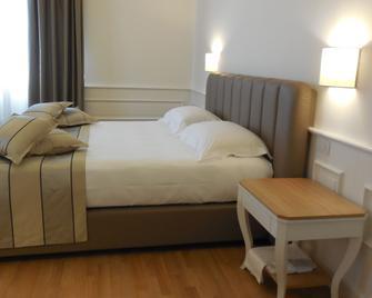 Hotel Marechiaro - Gizzeria - Schlafzimmer