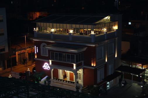 Hotel Boutique Restorant Gloria - Tirana - Building