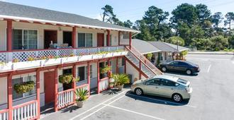 Monterey Pines Inn - Monterey - Building