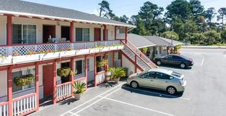 Monterey Pines Inn - Monterrey - Edificio
