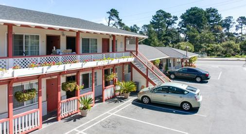 Monterey Pines Inn - Monterey - Rakennus