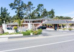 Monterey Pines Inn - Monterey - Outdoor view