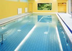 施羅斯公園酒店 - 柏林 - 游泳池