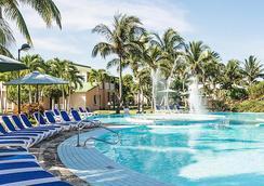 比萊夫體驗綠松飯店 - 式 - Varadero - 游泳池