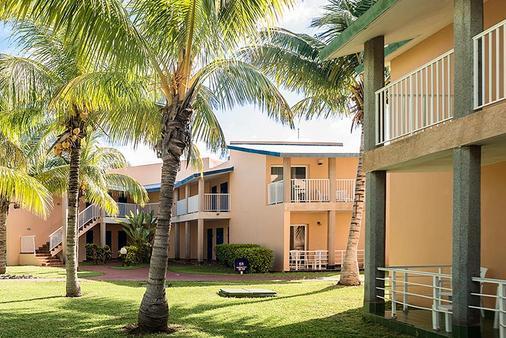 比萊夫體驗綠松飯店 - 式 - Varadero - 建築