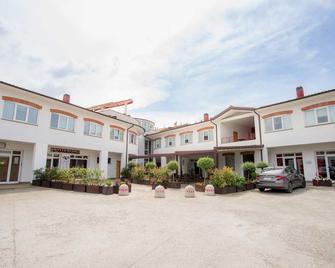 Hotel Relais Del Lago - Marta - Building