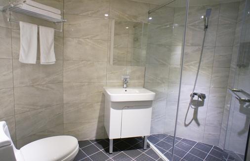 Green Hotel - Fengjia - Taichung - Bathroom
