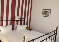 Hotel Weisses Schloss - Heringsdorf - Bedroom