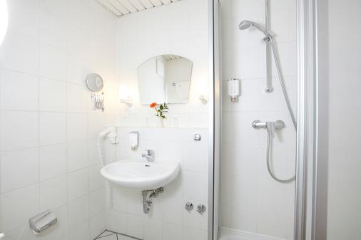 Hotel Weisses Schloss - Heringsdorf - Bathroom