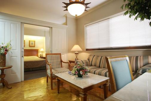 Sunny Bay Suites - Manila - Living room