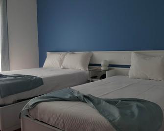Arca Nova Guest House & Hostel - Камінья - Bedroom