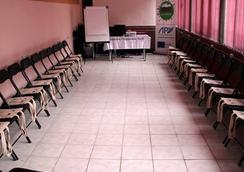 JR's House Hostel - Γιερεβάν - Aίθουσα συνεδριάσεων