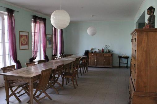 JR's House Hostel - Γιερεβάν - Τραπεζαρία