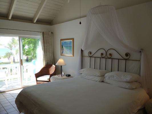 Sibonné Beach Hotel - Провиденсиалис - Спальня