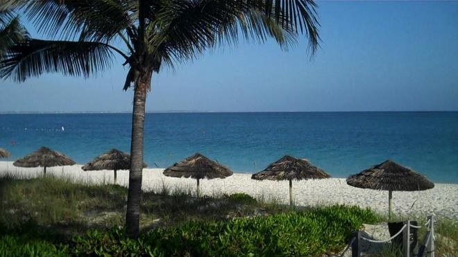 Sibonné Beach Hotel - Провиденсиалис - Пляж