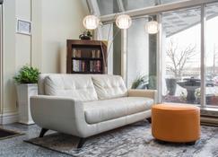 Quality Suites Oakville - Oakville - Lobby