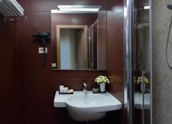 羅西尼酒店 - 佩薩羅 - 浴室