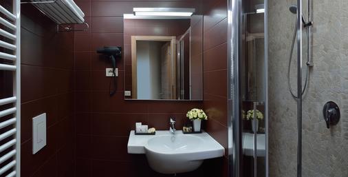 Hotel Rossini - Pesaro - Phòng tắm