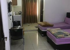 Al Qatal Building - Madaba - Bedroom