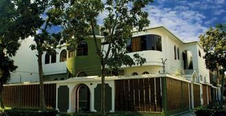 LYNIK La Casa de Blanca - Lima