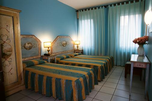 Hotel Ariston - Venice - Bedroom