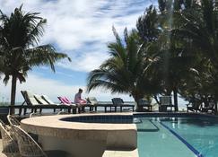 Maya Beach Hotel - Placencia - Piscina