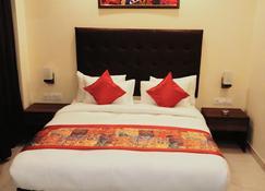 Treebo Hotel Mount View - Shiliguri - Schlafzimmer
