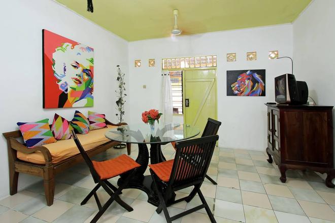 C & N Guesthouse - Kuta - Dining room