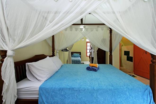 C & N Guesthouse - Kuta - Bedroom