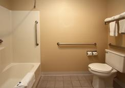 New Victorian Inn & Suites Kearney - Kearney - Bathroom