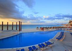 Krystal Cancun - Cancún - Piscina