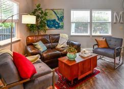 Clementine'S Bed & Breakfast - Astoria - Living room