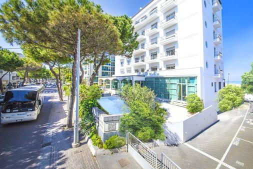 Hotel Continental Rimini - Rimini - Building