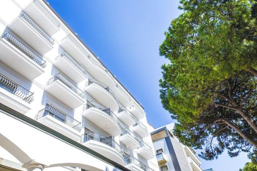 Hotel Continental Rimini - Rimini - Balcony