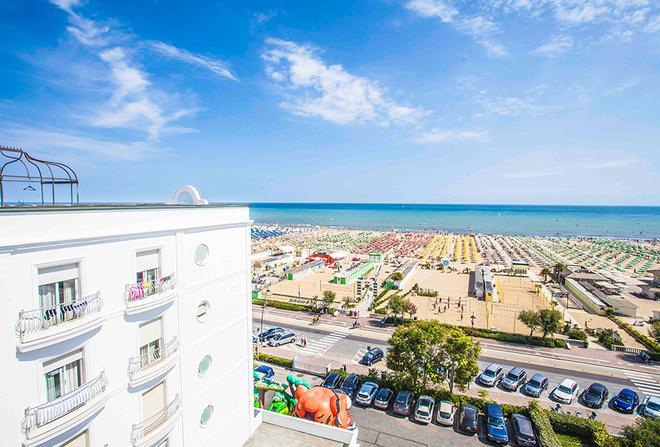 Hotel Continental Rimini - Rimini - Beach