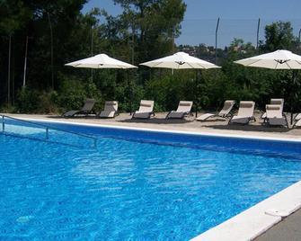 InOut Hostel Barcelona - Barcelona - Pool