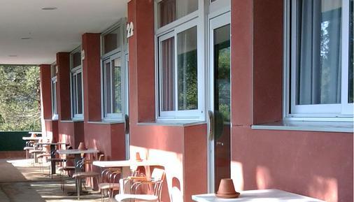 InOut Hostel Barcelona - Barcelona - Patio