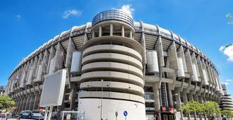 Hostal Falfes - Madrid - Building