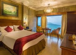 Ravine Hotel - Panchgani - Bedroom