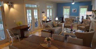 Harbor House Inn - Grand Haven - Lobby